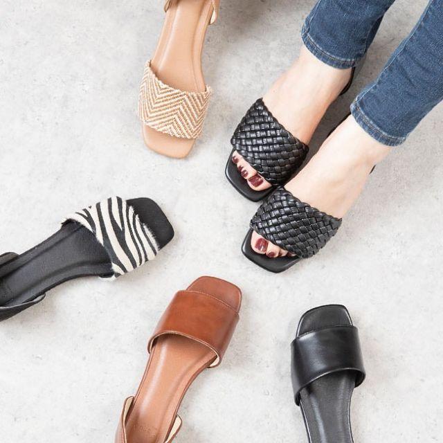 . 2021 SPRING COLLECTION🌷 ーNEW ARRIVALー新色追加◎  履く人の年代を選ばず、シンプルで使いやすいサンダルの登場✨ スッと履けるのに踵が覆われていてきちんと感があるので、シンプルになりがちな春夏のコーディネートにぴったり。 セパレートデザインがぺたんこ靴でも大人っぽくこなれ感を演出してくれます。 脱ぎ履きしやすいので、お子様のいらっしゃるママさんや働く女性の方にもおすすめ。 かかとクッションはモチっとしたやわらかい素材でフィット感を高めて脱げ防止してくれるので、一度履くとやみつきになる履き心地。 ————————— ☑️スクエアトゥセパレートサンダル ¥2,999(税込) 品番 公式:21058 楽天店:21058 ————————— ▶️掲載アイテムはプロフィールのURLからご覧いただけます ⇨@welleg_shoes